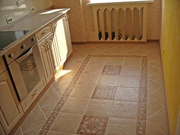 Коричневая плитка на полу