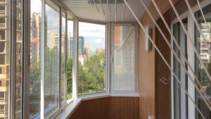 Особенности обшивки балкона панелями из пластика