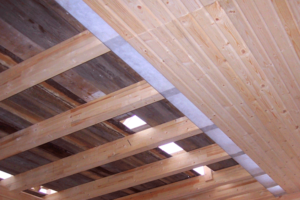 Балки на потолоке