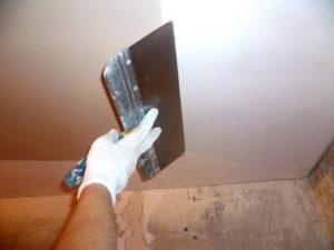 выравнивание потолочной поверхности