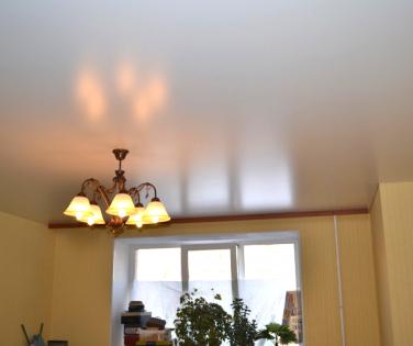 Минусы сатинового полотна для потолков