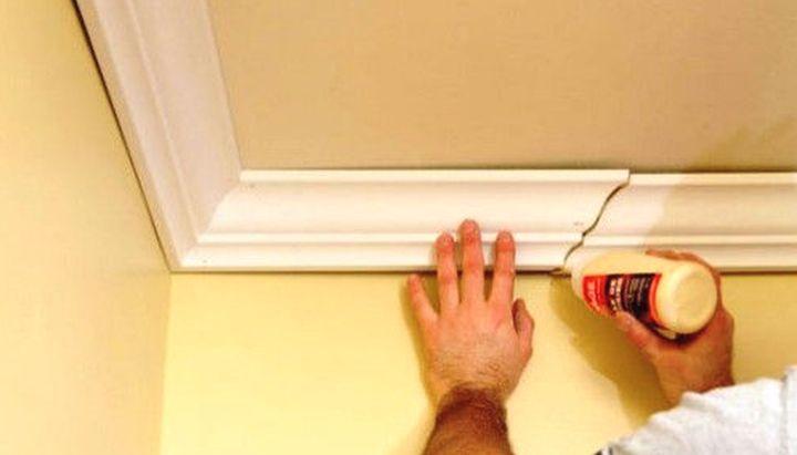 Как приклеить багеты к потолку