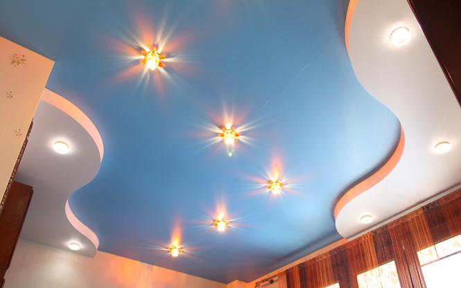 Чем отличается сатиновый потолок от матового