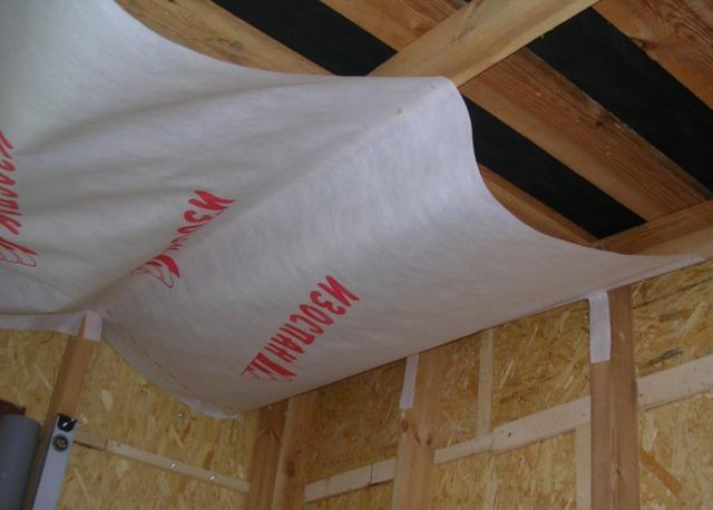 Какой изоспан использовать для потолка