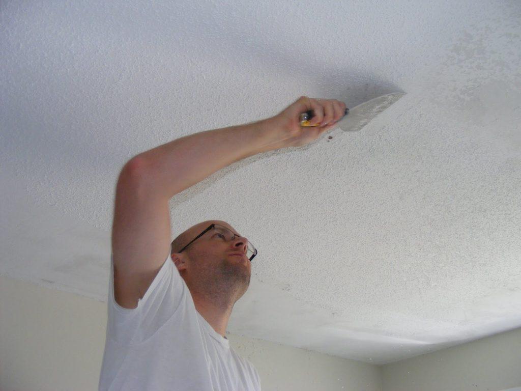 Как снять краску с потолка