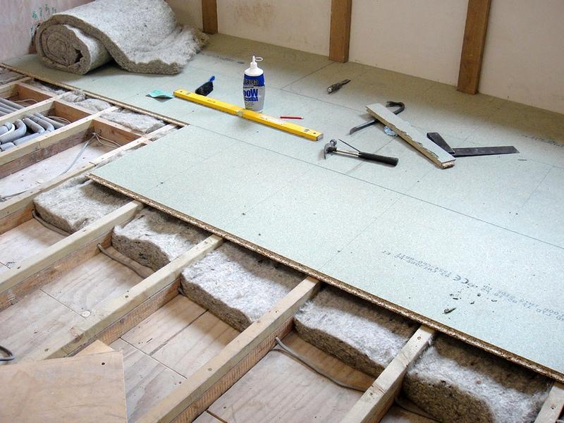 Как утеплить пол в деревянном доме снизу не вскрывая пол