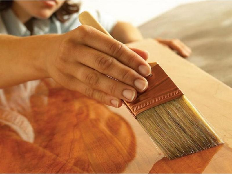 Каким лаком лучше покрыть деревянный пол и как наносится состав