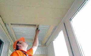 обшивка потолка балкона пвх панелями