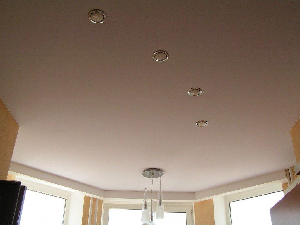 Плюсы сатинового полотна для потолков