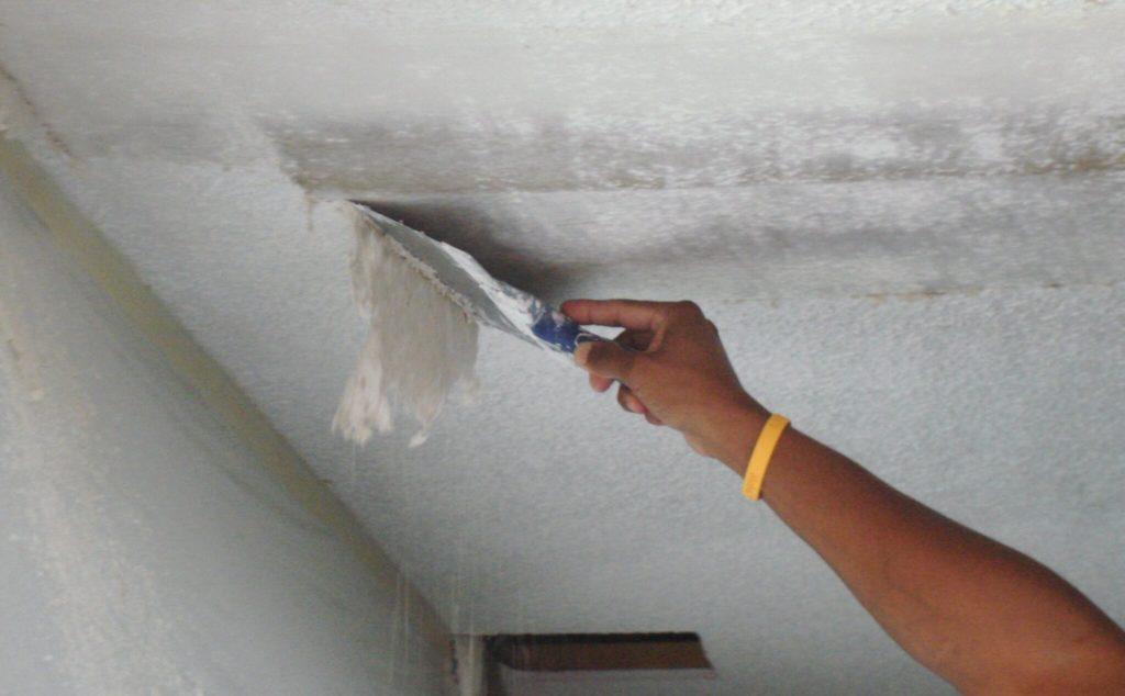 Как смыть водоэмульсионную краску с потолка