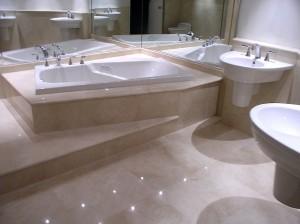 Стильная ванная с санузлом